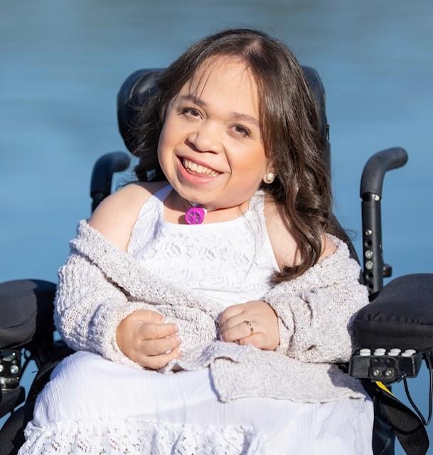 María Isabel Bueso, ahora de 24 años, emigró de Guatemala en 2003 después de que los médicos en el área de La Bahía la invitaron a participar en un ensayo clínico sobre un nuevo medicamento para tratar la rara enfermedad genética - fibrosis quística - con la que nació. Foto: Cortesía de la familia Bueso.