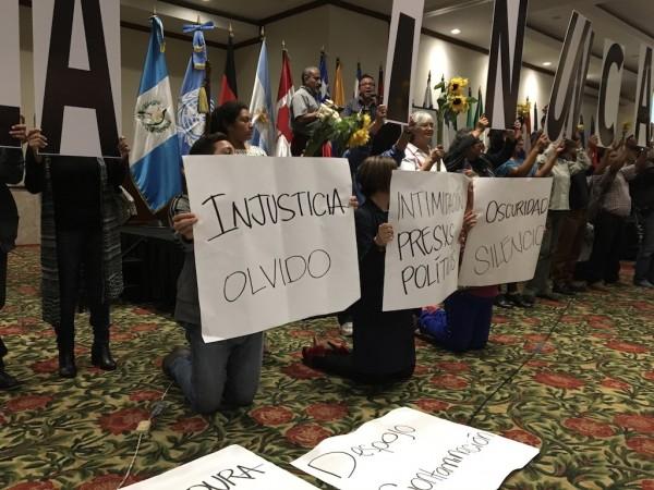 Guatemaltecos que apoyan a la Comisión Internacional contra la Impunidad (CICIG).