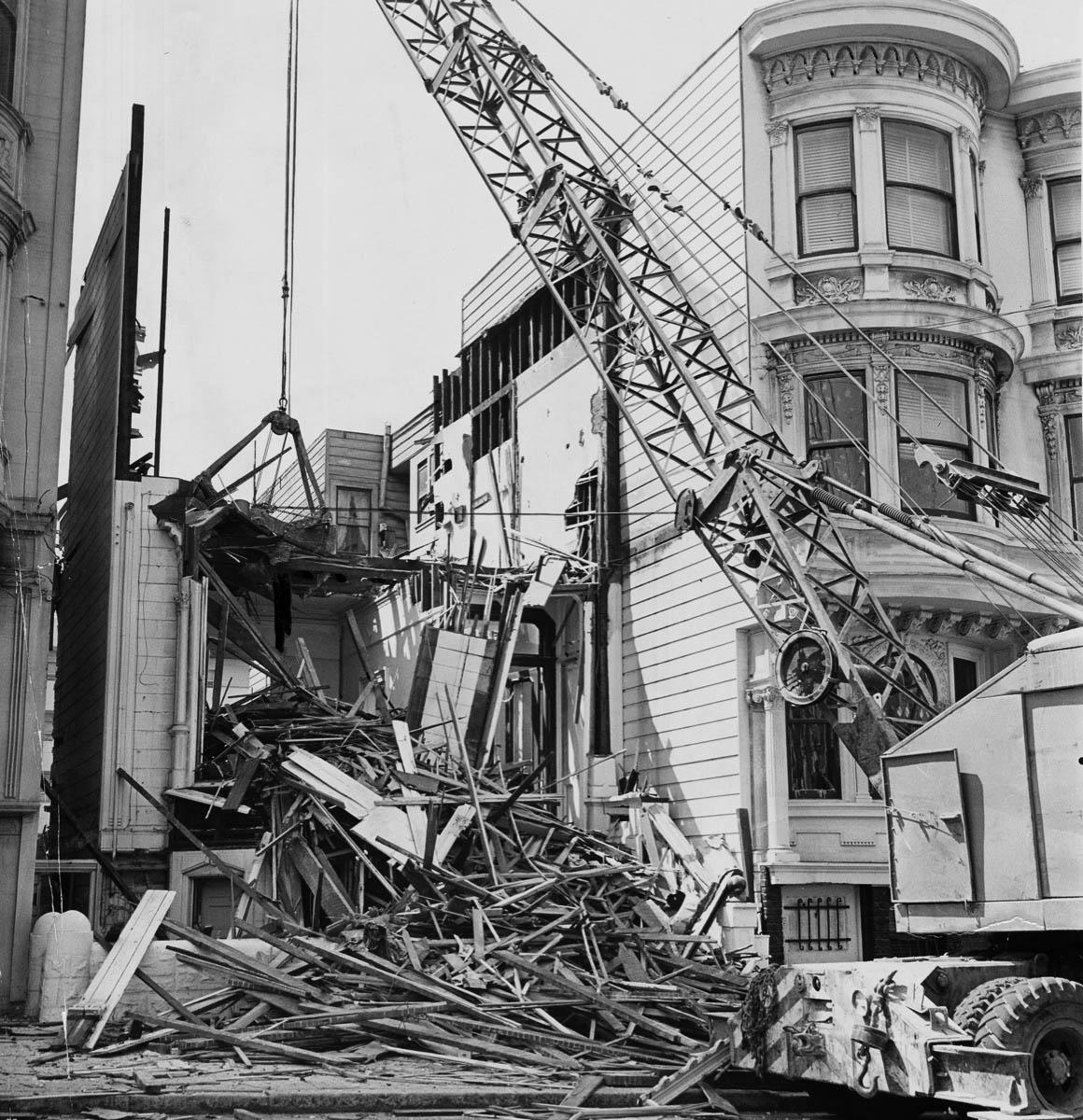 Trabajos de construcción de vivienda en San Francisco, California. Foto: https://www.collectorsweekly.com.