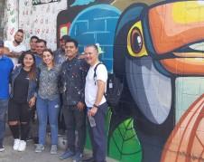 A la derecha, de camiseta blanca y con una mochila a la espalda Oscar Chacón, Director y cofundador de alianza Américas, acompañado con migrantes centroamericanos. Foto: cortesía de Alianza Américas.