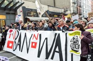 En una manifestación de los miembros de Make the Road New York, en la misma ciudad, contra el Muro de Trump. Foto: Make the Road NY.
