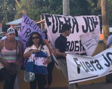 Manifestantes guatemaltecos se lanzan a las calles para pedir a gritos la salida del presidente de su país.