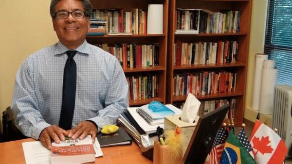 Profesor Magdaleno Manzanarez, de la Western New Mexico University. Foto: Silver City Sun-News.