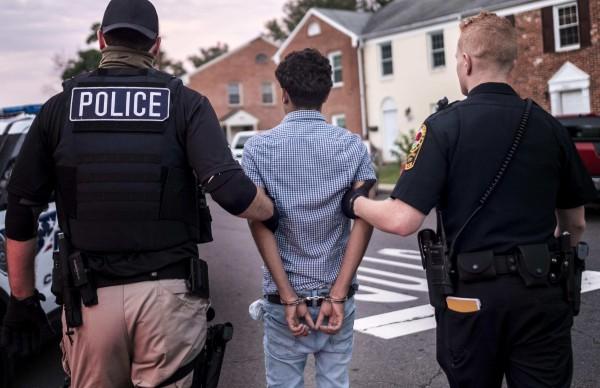 Con la escalada en las redadas de ICE, los centros de recursos legales para inmigrantes se duplican. Foto: www. truthout.org.