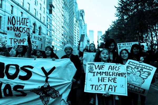 Miembros de Make The Road NY, agrupación que forma parte de la marcha a Washington, DC, para hacer presión en la gran manifestación del 12 de noviembre frente a la Corte Suprema y tratar de evitar que cancelen DACA. Foto: MR NY.