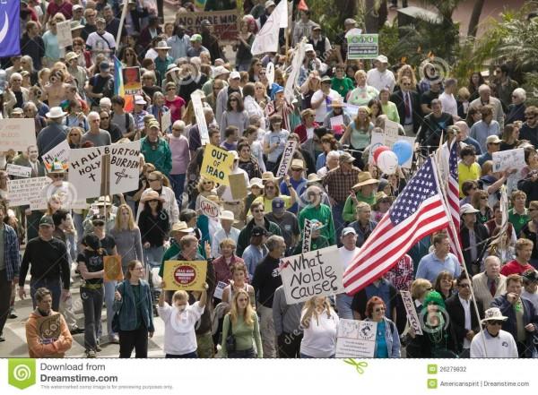 Nutridas manifestaciones de apoyo al juicio de destitución que se sigue a Trump en el Congreso hoy inundan decenas de ciudades. Foto: https://www.dreamstime.com.