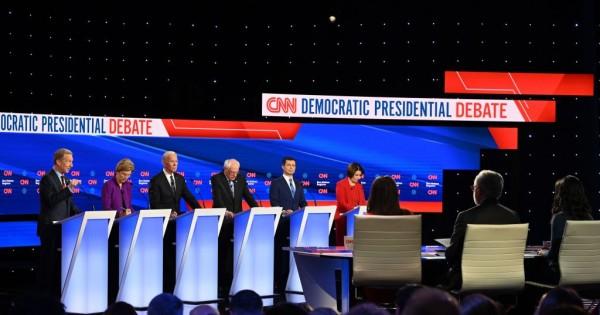 Precandidatos demócratas participantes del debate en Iowa. Foto: http://www.celebzmafia.com.