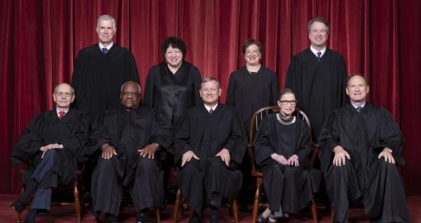 Magistrados de la Suprema corte de Justicia de Estados Unidos fallaron en favor de la implementación de la regla de 'carga pública' del presidente Trump. Foto: California Globe.