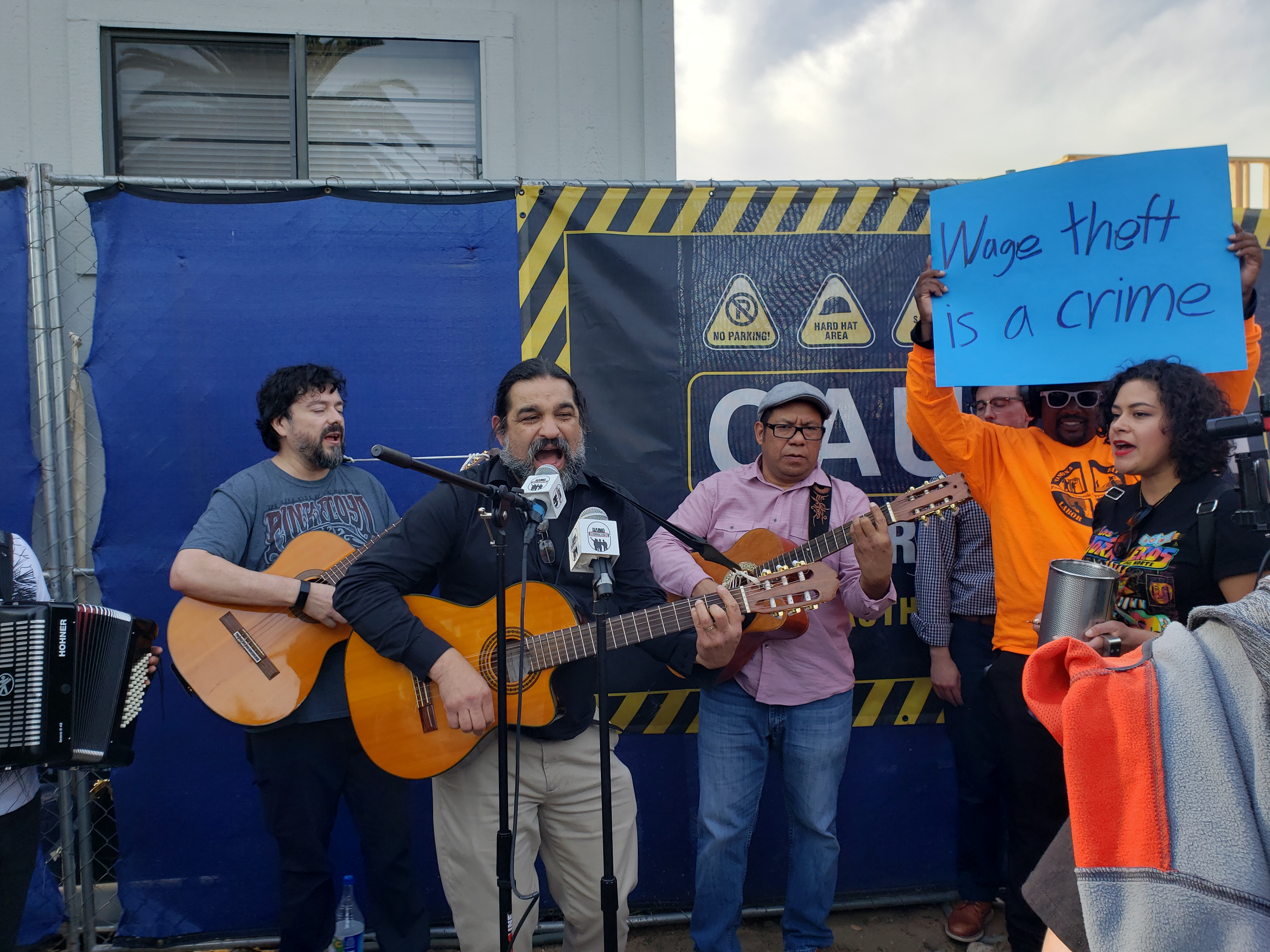 Protesta musical  frente a sitio de construcción de RAAM.