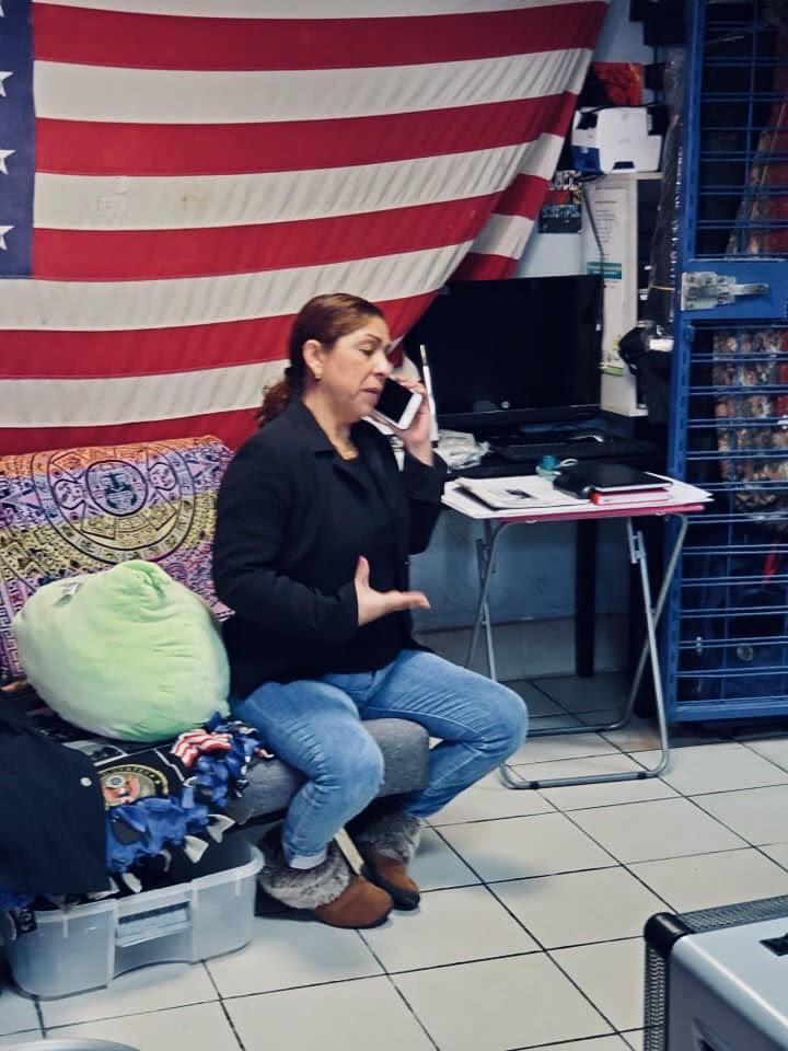 Roció Rebollar Gómez habla con su familia desde la casa de veteranos deportados en Tijuana, México.