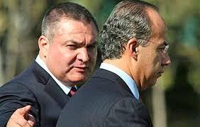 Genaro García Luna y Felipe Calderón Hinojosa. Foto: mexiconewsdaily.com.