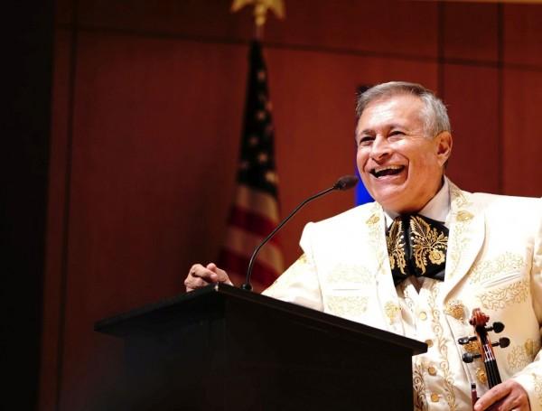 Lorenzo Trujillo es un galardonado folclorista, director musical de Música Hispánica Sacra, del Conservatorio de Música de la Catedral Basílica, en Denver, Colorado.
