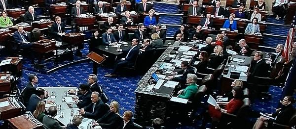 """Durante la votación de los dos artículos acusatorias del """"juicio"""" político a Trump en el Senado."""