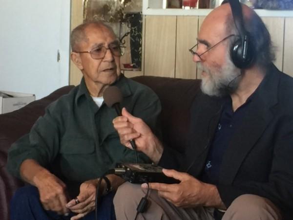 Don Salomón López entrevistado en su casa por Samuel Orozco.