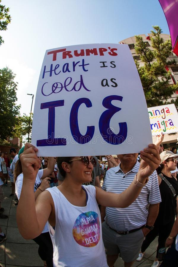 Durante una manifestación en Atlanta contra las redadas de ICE anunciadas por Trump. Foto: www.dreamstimes.com.