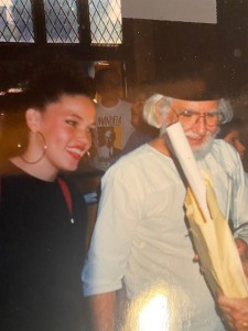 Mayra Peters Quintero con Ernesto Cardenal.