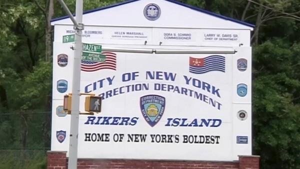 Otros muchos estan muriendo en silencio pr coronavirus en las prisiones, notablemente en la cárcel federal de Riker's Island. Foto: www.democracynow.org.