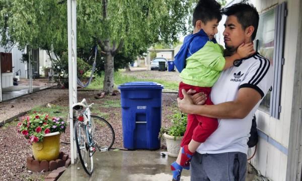 Trabajadores latinos en Estados Unidos, entre los más expuestos y golpeados por el coronavirus. Foto: https://salud-america.org.