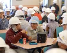 Trabajadores de la empacadora de Seaboard, a la hora del almuerzo. Foto: https://www.glassdoor.com.