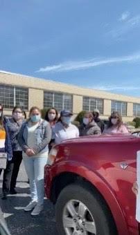 -Trabajadoras de LSL reunieron firmas y entregaron una carta firmada para exigir a sus empleadores más protección contra la pandemia del Covid 19.