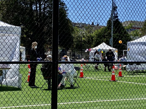 Centro ambulante donde médicos y enfermeras practican la prueba de Covid-19 a los residentes de La Misión en San Francisco, CA.