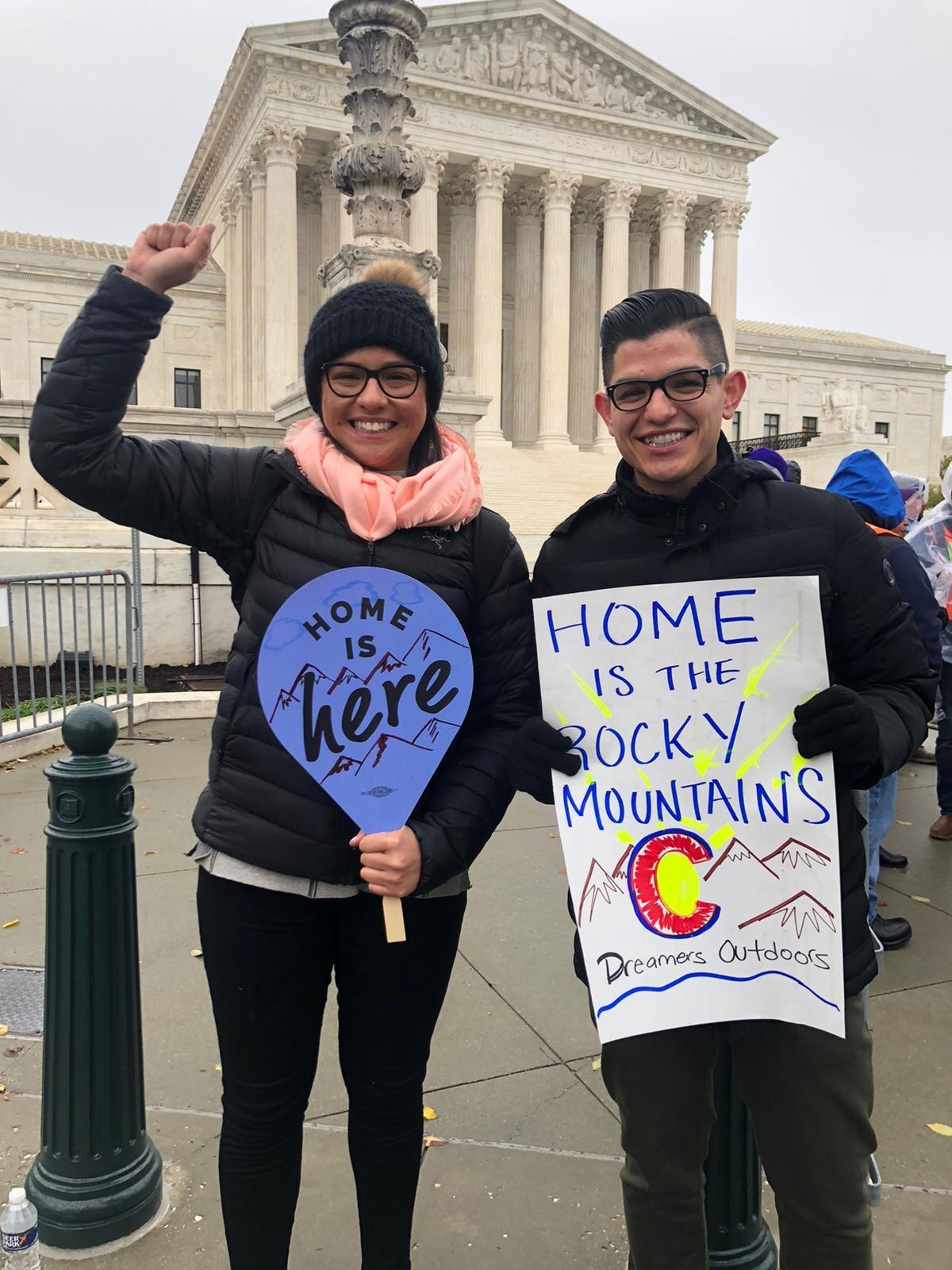 Marissa Molina junto a su mejor amigo Marco Dorado, cuando asistieron a abogar por DACA en noviembre frente la Suprema Corte de Estados Unidos.
