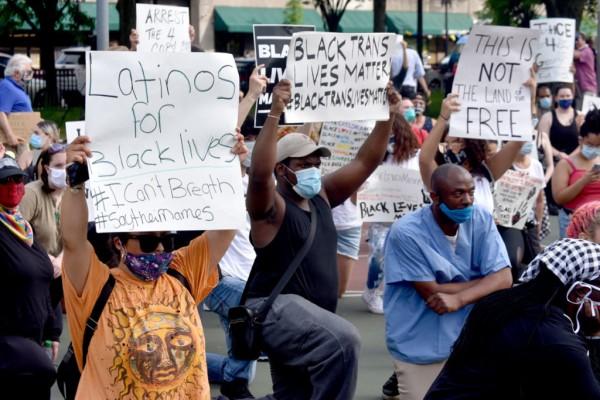 Miles protestaron en Boston, Massachusetts. Foto: https://gregcookland.com.