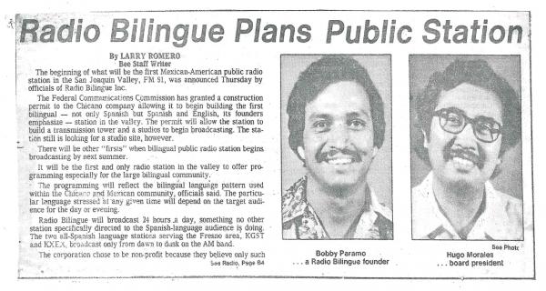 Bobby Páramo y Hugo Morales en la cobertura que hizo del anuncio del comienzo de Radio Bilingüe el periódico ocal Fresno Bee.