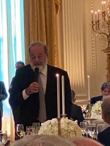 Carlos Slim, uno de los empresarios mexicanos más ricos del mundo, fue uno de los invitados a la cena privada con Trump.