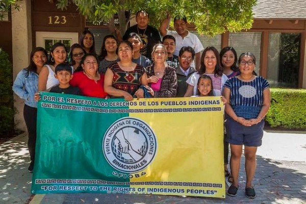 Miembros del Frente Indígena Binacional Oaxaqueño (FIOB), con sede en Los Ángeles, CA. Foto: FIOB / Facebook.