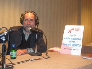 Samuel Orozco, actual Director de Noticias de Radio Bilingüe y miembro de la emisora desde 1981.