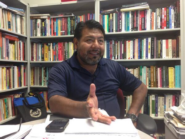 Dr. Gaspar Rivera Salgado, del FIOB, en sus oficinas de Los Ángeles, CA. Foto: Twitter.