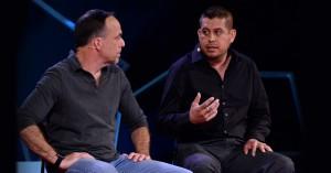Gerardo Reyes, de camisa negra en la derecha de la foto.