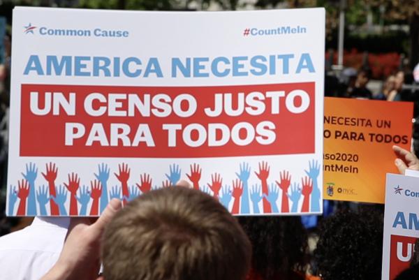 Manifestantes que han venido protestando contra los intentos de excluir del Censo a los inmigrantes indocumentados.