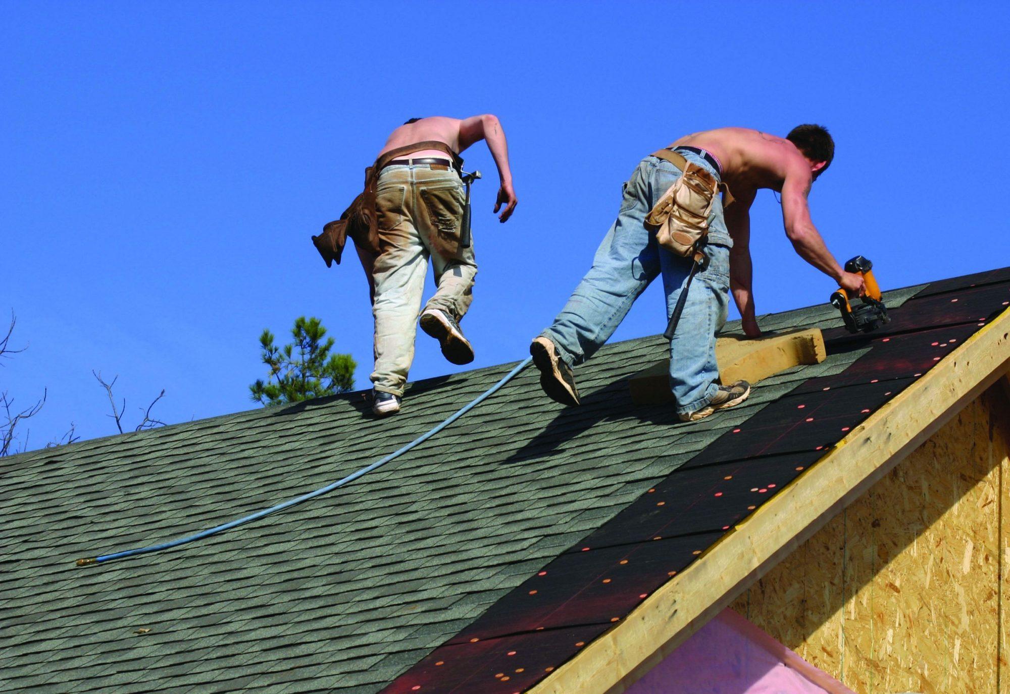Trabajadores latinos de la construcción en California. Foto: https://calmatters.org.