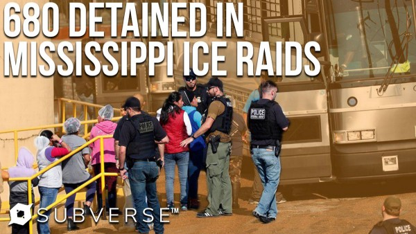 Inmigrantes arrestados por ICE en Mississippi el 7 de agosto de 2019. Foto: https://medium.com.