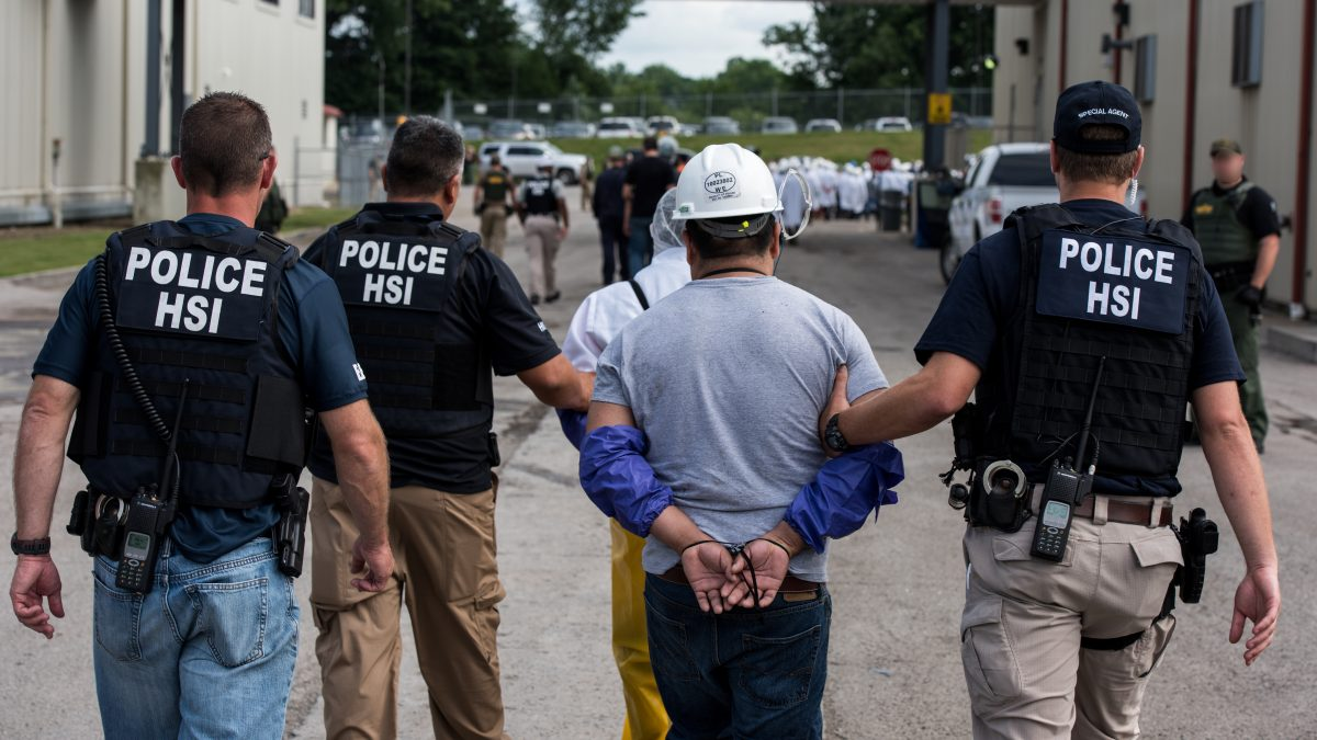 Redadas d ICE en Mississippi el 7 de agosto de 2019. Foto: https://www.houstonpublicmedia.org.