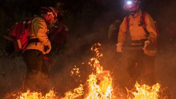 Uno de los incendios en las cercanías del valle central de California. Foto: https://www.modbee.com.