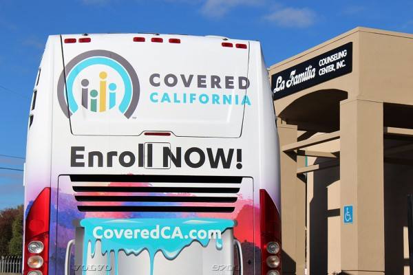 Covered California's open enrollment bus tour makes a stop on Monday, Nov. 6, 2017 at La Familia Counseling Center in Sacramento (Ana B. Ibarra/KHN).