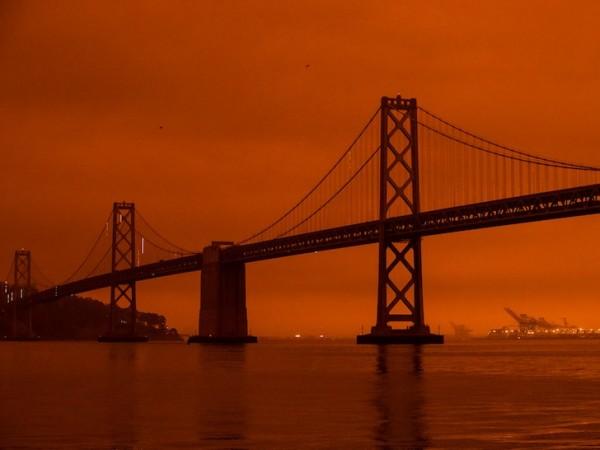 Así se mira sin filtros de la lente el Orange Sky, o el aire de San Francisco, California por los pavorosos incendios que consumen unos 3 millones de acres boscosos, dice la fuente. Foto: https://www.tmz.com.