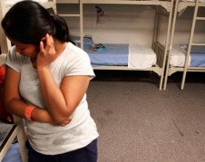 Mujer detenida en cárcel de ICE. Foto: Center for American Progress.