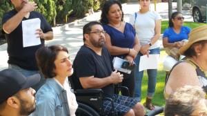 José González -en silla de ruedas- y su hermana Terry reclaman indignados la falta de respuestas a funcionarios de DTSC.