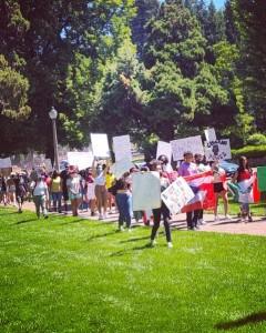 Protesta en contra de las acciones de ICE en Bend, Oregon.