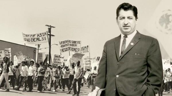 Rubén Salazar, primer periodista latino en participar en un medio de alcance nacional en inglés como Los Ángeles Times, durante una protesta en esa ciudad. Foto: https://filmmakermagazine.com.
