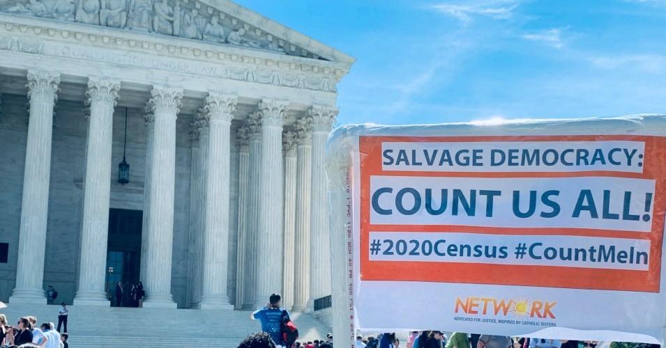 Grupos de derechos de los inmigrantes representados por la ACLU están demandando para detener el último esfuerzo del presidente Donald Trump de convertir en arma el censo de 2020. Foto: @ CensusCounts / Twitter.