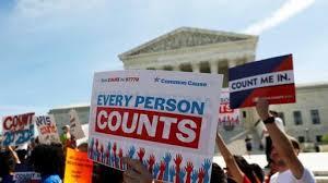 A las afueras de la corte federal en Manhattan, se manifiestan en favor de extender la fecha del conteo. Foto: https://www.newsbreak.com.