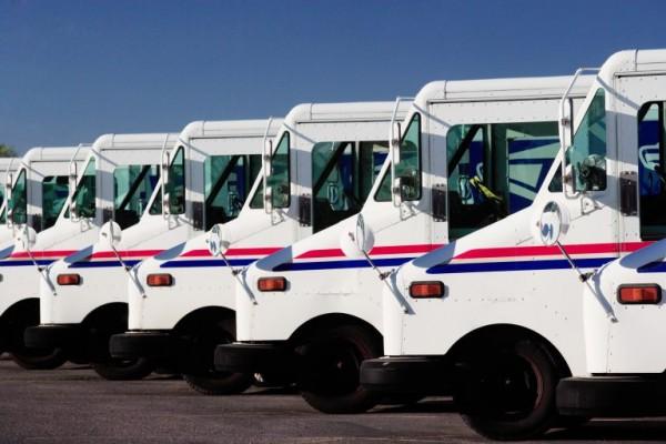 El director de la Oficina de Correos había ordenado que los camiones de reparto del servicio postal salieran de sus oficinas aún si no habían cargado la correspondencia para el reparto. Foto: https://www.theusconstitution.org.