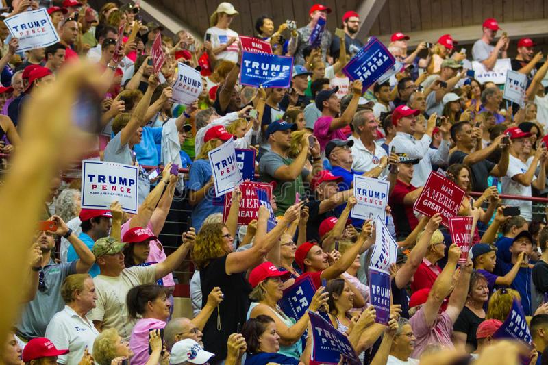 Mitin de Trump en Des Moines, Iowa, en el Knapp Center de la Universidad Drake. Foto: Dreamstimes.