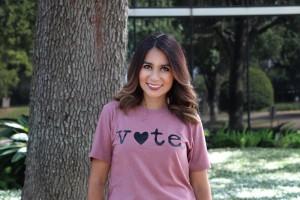 Playera diseñada por Mariana Pineda para alentar la participación electoral.