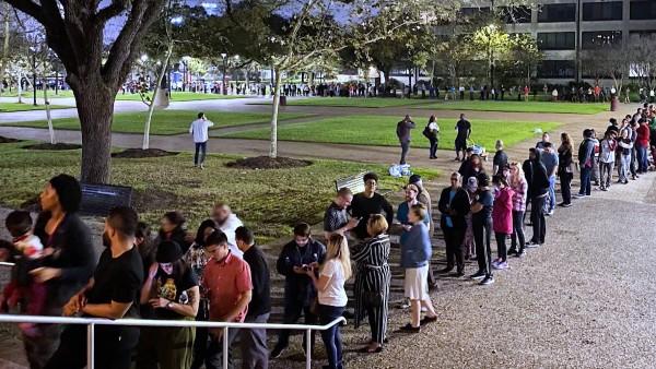 Línea de espera tomar turno en la votación en Texas. Foto: Progresive Party.